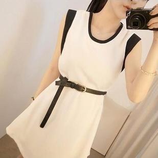 """""""พร้อมส่ง""""เสื้อผ้าแฟชั่นสไตล์เกาหลีราคาถูก Brand Cherry KOKO เดรสสีขาวแขนกุด แต่งคอและแขนสีดำ มีซับในบางๆ มีเข็มขัดให้ค่ะ"""