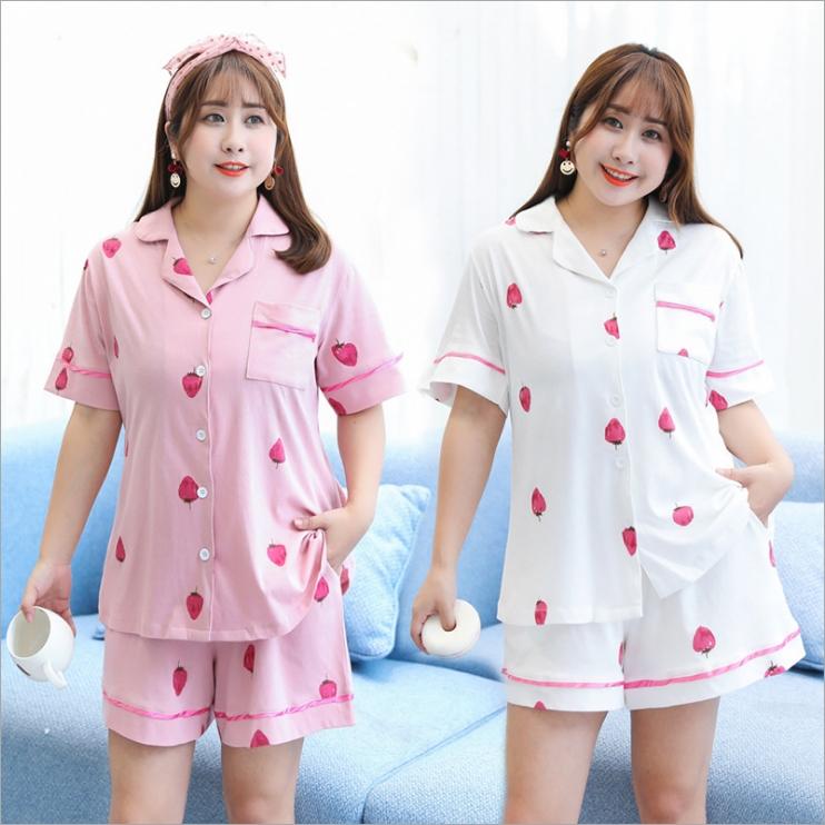 ชุดนอนคนอ้วน เสื้อเชิ้ต+กางเกงขาสั้นเอวยางยืด สีชมพู/สีขาว ลายสตรอเบอร์รี่ (XL.2XL.3XL) YA009