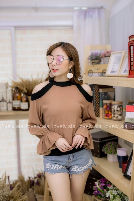 เสื้อผ้าแฟชั่นเกาหลีพร้อมส่ง เสื้อแขนยาว แต่งเว้าไหล่ ก