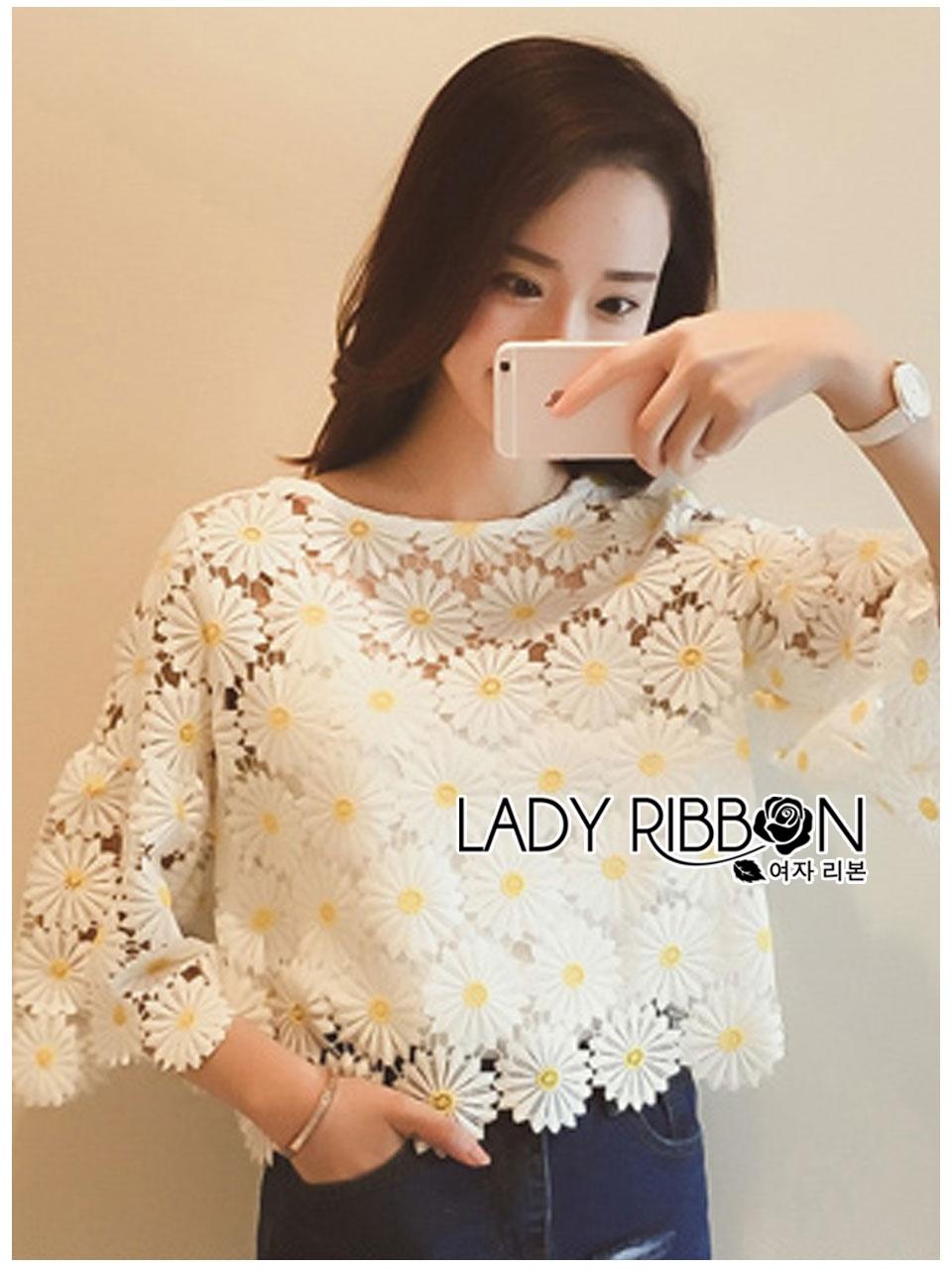 เสื้อผ้าเกาหลี พร้อมส่งเสื้อทรงคร็อปลายดอกไม้ปักสีขาว-เหลือง