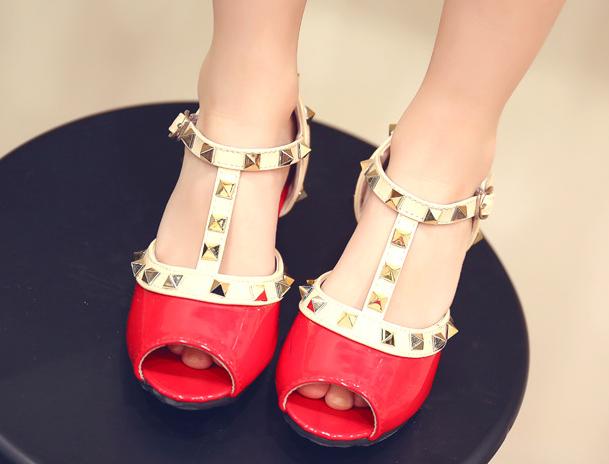 รองเท้าเด็ก สีแดง