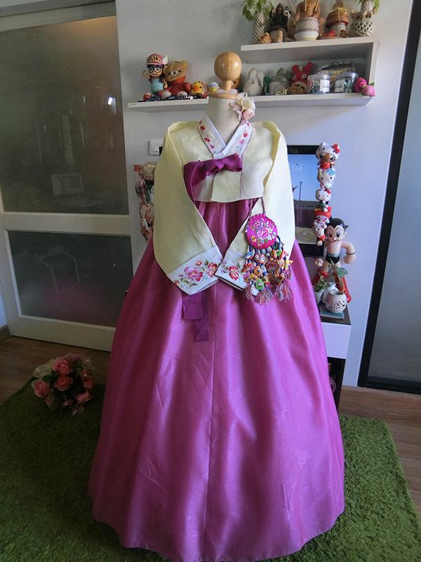 "Hanbok คลาสสิคผ้าไหมปักมือ อก 36"" สูง 158"