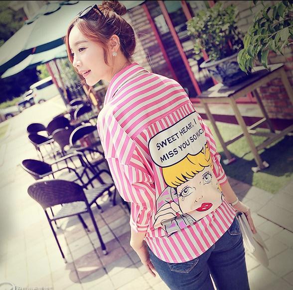 ((พร้อมส่ง)) เสื้อผ้าแฟชั่นผู้หญิง : เสื้อเชิ้ตแฟชั่นสีชมพูลายทางชมพู+ขาว แต่งลายการ์ตูนด้านหลัง น่ารัก น่ารักจ้า