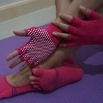 ถุงมือ ถุงเท้าโยคะ กันลื่น YKA30-36P