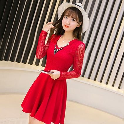 ชุดเดรสสั้นน่ารักๆ สีแดง คอประดับสร้อยคอสวยเก๋ ผ้าลูกไม้ ใส่เป็นชุดลำลอง ใส่ไปงานแต่งงาน