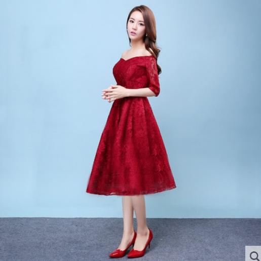 ชุดออกงาน ชุดไปงานแต่งงาน สีแดง ผ้าลูกไม้เกรดพรีเมี่ยม เปิดไหล่ แขนสามส่วน เอวแต่งดอกไม้ ชุดสวยเหมือนแบบ ราคาถูก