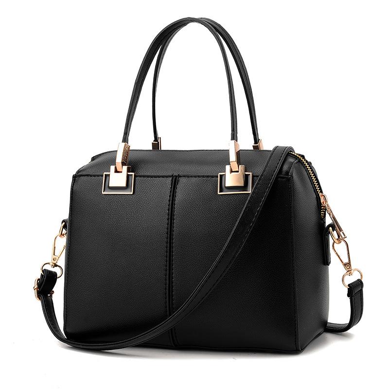 กระเป๋าถือ/สะพายข้างสีดำ ทรงหมอน