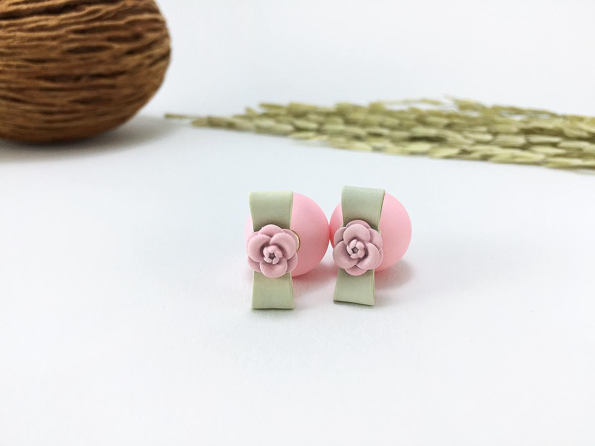 Sweet Pastel Ball Earring ต่างหูแฟชั่นเกาหลี ตุ้มหูทรง Dior สีชมพูพาสเทล พร้อมส่งค่ะ