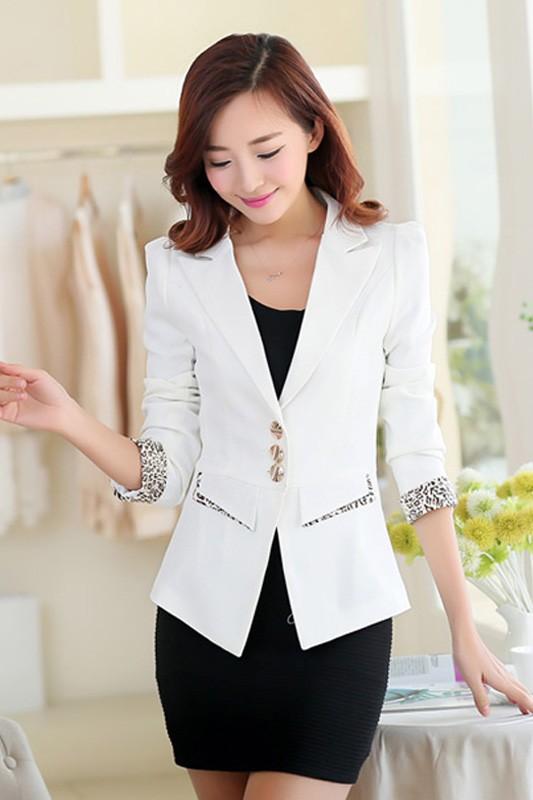 (สินค้าหมด) เสื้อสูทแฟชั่น เสื้อสูทผู้หญิง สีขาว แต่งแขนพับลายเสือ
