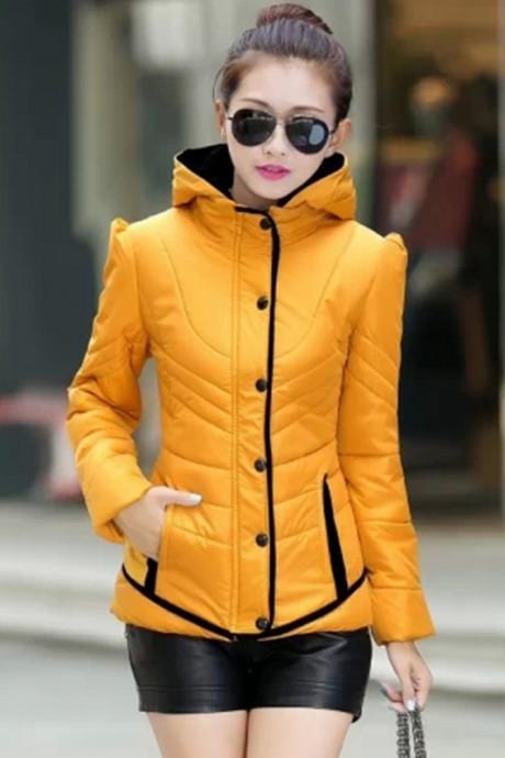 (สินค้าหมด) เสื้อโค้ทกันหนาว สีเหลือง ผ้าร่ม แต่งตัดสีดำ แบบซิบรูด ติดกระดุมทับด้านนอก มีฮูท