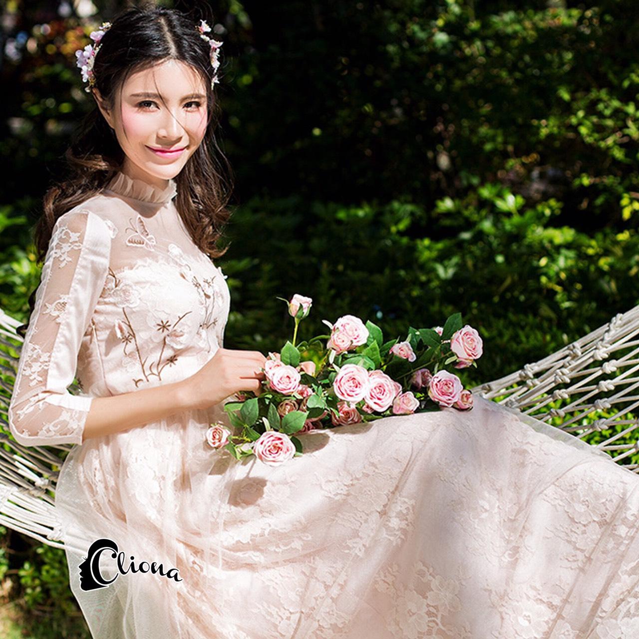 สีชมพูโอรส แขน 5 ส่วน ด้านนอกเป็นงานผ้ามุ้ง ช่วงอกปักดอกซากุระ ดอกสีชมพูอ่อนก้านน้ำตาล เพิ่มความหวาน