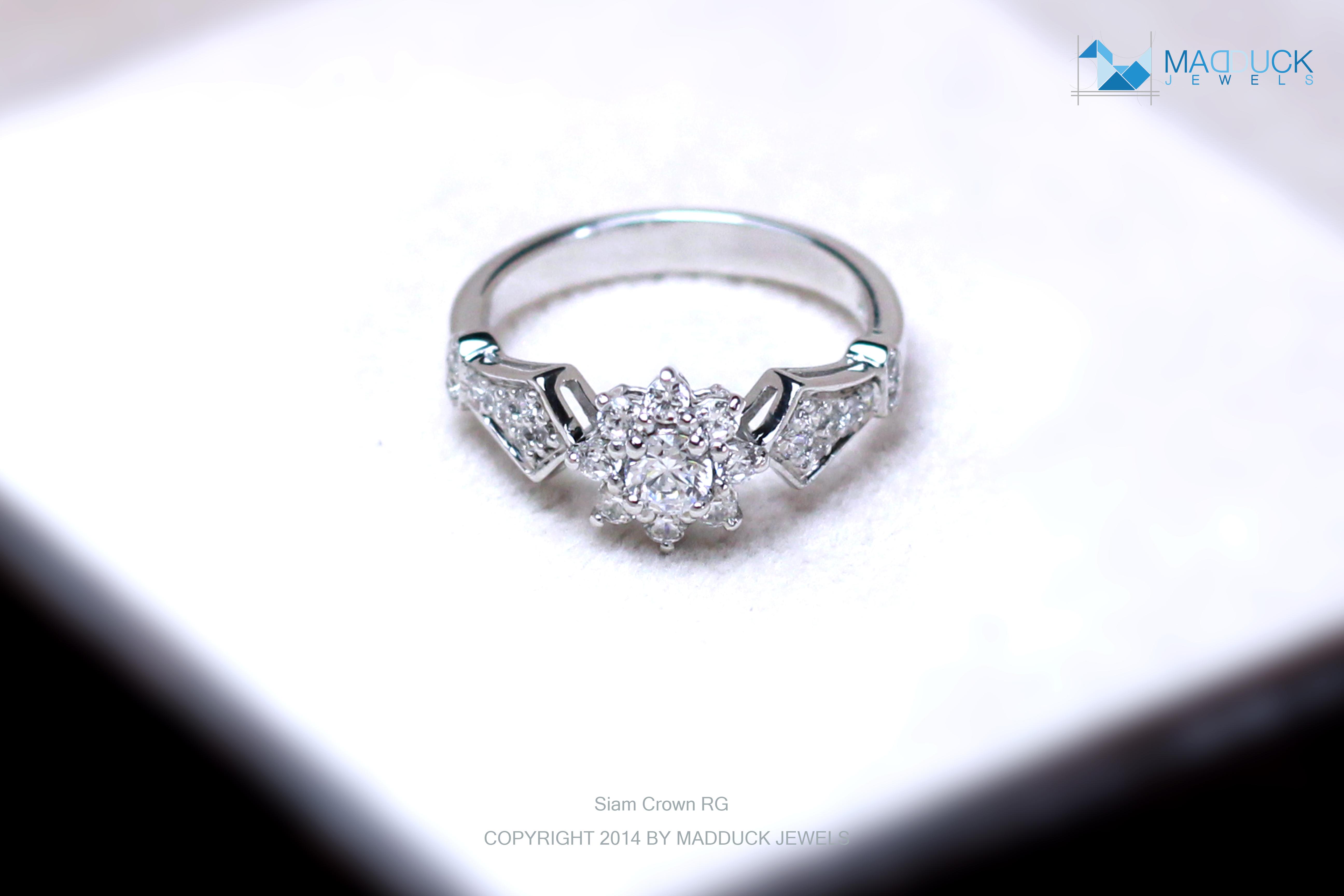 แหวนเงินแท้ เพชรสังเคราะห์ ชุบทองคำขาว รุ่น RG1471 Siam Crown
