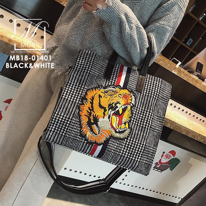 กระเป๋าสะพายกระเป๋าถือ แฟชั่นงานนำเข้าใบใหญ่สไตล์แบรนด์ดัง MB18-01401-BLK-WHT [สีดำ/ขาว]