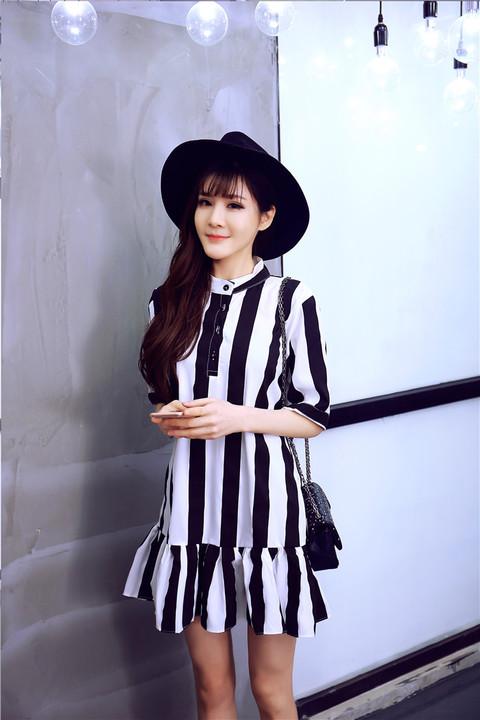 รับตัวแทนจำหน่ายชุดเดรสทำงานแฟชั่นเกาหลีลายทางสีขาวดำน่ารักๆ