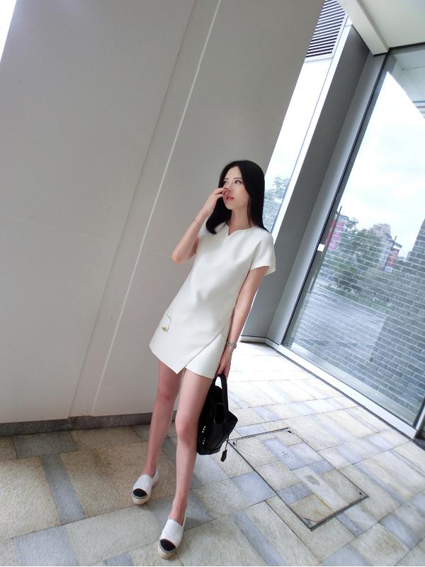 ชุดเซ็ทแฟชั่นสีขาวมีกางเกง