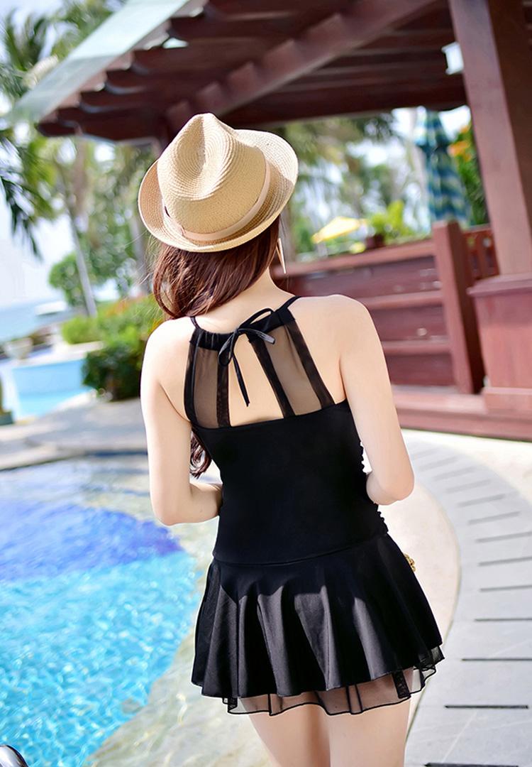 ชุดว่ายน้ำวันพีชสีดำกระโปรงบานน่ารักๆ