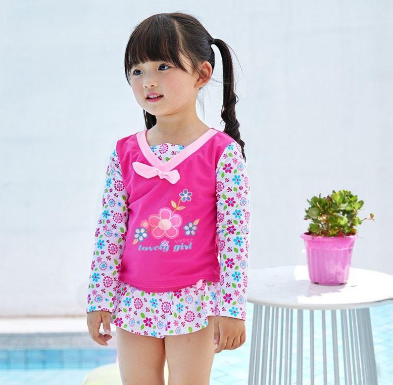 ชุดว่ายน้ำเด็กผู้หญิง สีชมพูขาวลายดอกไม้ เสื้อแขนยาว กางเกงมีระบาย พร้อมหมวกเข้าชุด