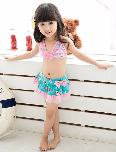 ชุดว่ายน้ำเด็กทูพีช ลายดอกไม้ ผูกหลัง สีชมพู เขียวมิ้นท์ พร้อมหมวก