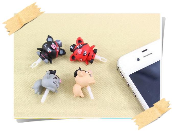 จุกกันฝุ่นมือถือ หมูน้อยโจรสลัด สำหรับเสียบกันฝุ่นรูหูฟังและเพื่อความสวยงามสำหรับ iphone samsung htc oppo lg sony nokia asus หรือมือถือที่มีหูฟังขนาด 3.5 มม. / 3.5mm. Anti Dust Earphone Cap Jack Plug