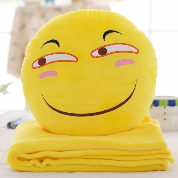 หมอนผ้าห่มลาย emoji หน้ายิ้ม