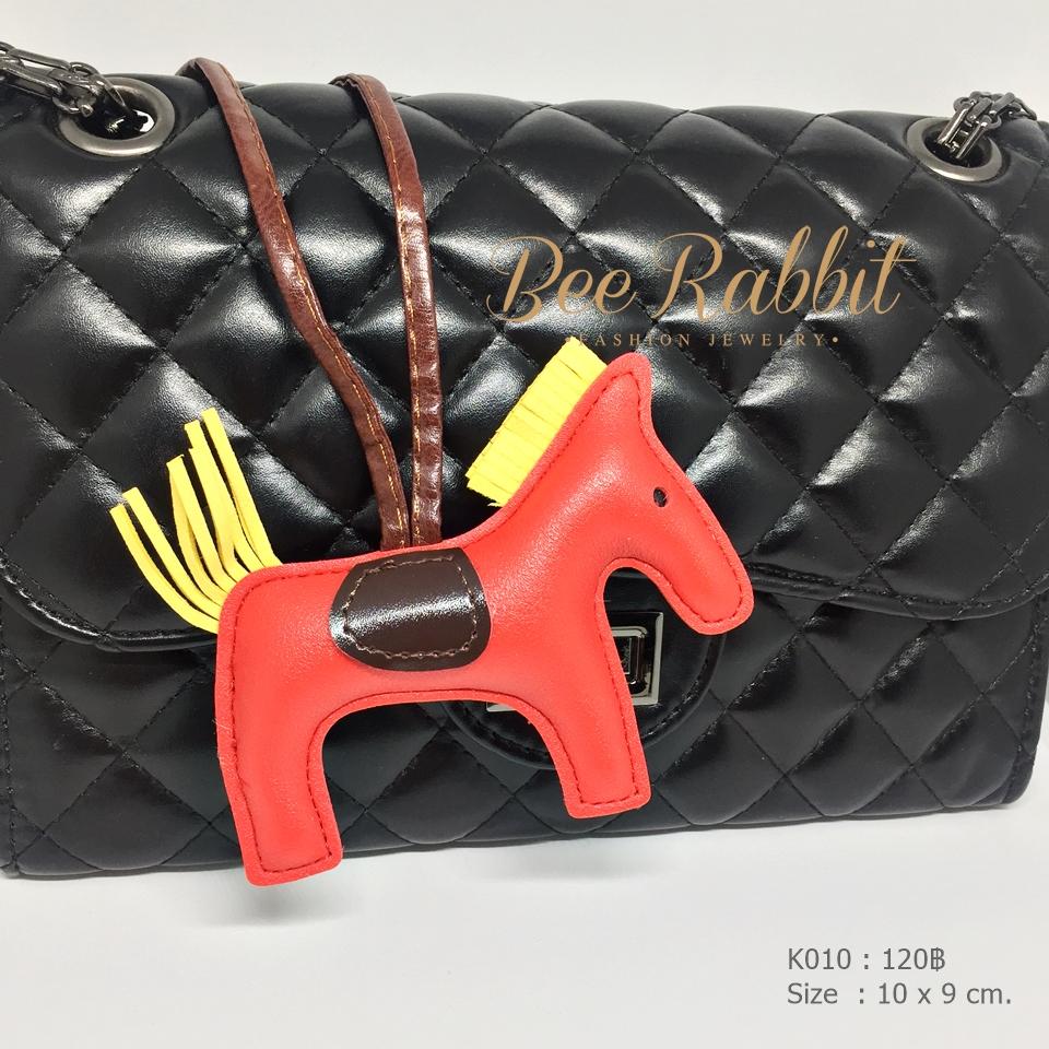 พวงกุญแจ ที่ห้อยกระเป๋า รูปม้า หนัง PU สีแดง