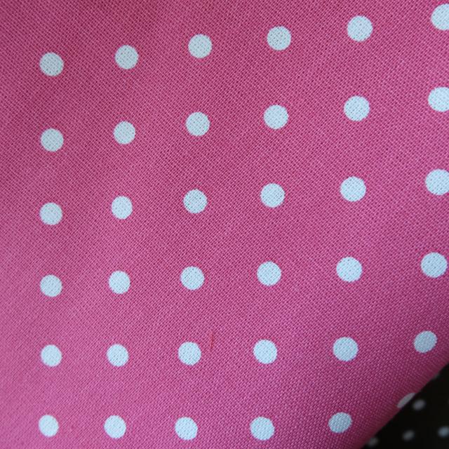ผ้าคอตตอนลินิน 1/4ม.(50x55ซม.) สีชมพูเข้ม ลายจุดสีขาว