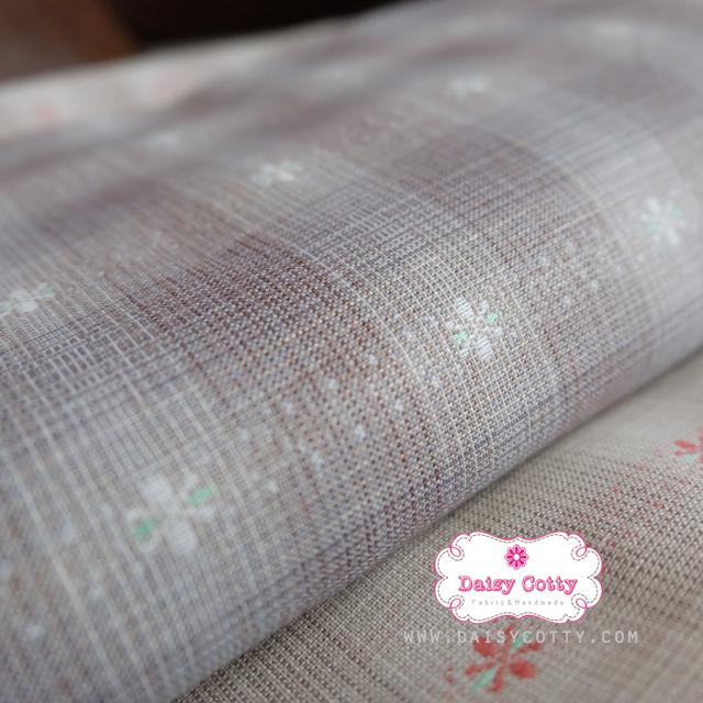 ผ้าทอญี่ปุ่น 1/4ม.(50x55ซม. โทนสีเทา ทอลายตารางแต่งดอกไม้