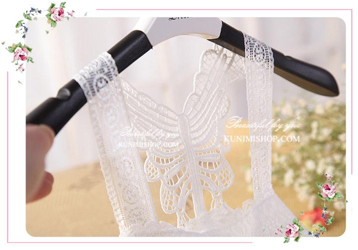 เสื้อซับในผ้าลูกไม้ มี 2 สี ดำ ขาว เสื้อซับในครึ่งตัว ด้านหน้ามีผ้าซับอีกชั้นครึ่งตัว ด้านหลังเป็นลายผีเสื้อ ลูกไม้ลายสวย สามารถใส่เดี่ยวๆหรือใส่เสื้อทับอีกชั้นก็ดูดีคะ ขนาด : FREE SISE ( เสื้อยาว 16 นิ้ว รอบอกไม่เกิน 36 นิ้วคะ) ผ้า : ผ้าลูกไม้ มี 2 สี : สีขาว , สีดำ * สินค้าเหมือนรูป ถ่ายจากสินค้าจริงคะ *