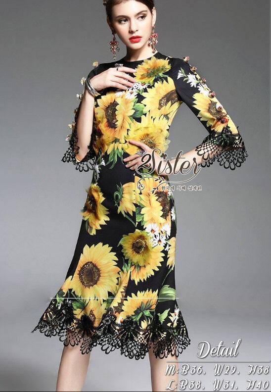 เดรสแฟชั่น เดรสหรู งานสไตล์แบรนด์ดังค่ะ เนื้อผ้า polyester พิมพ์ลายดอกสีสวยทั้งตัว