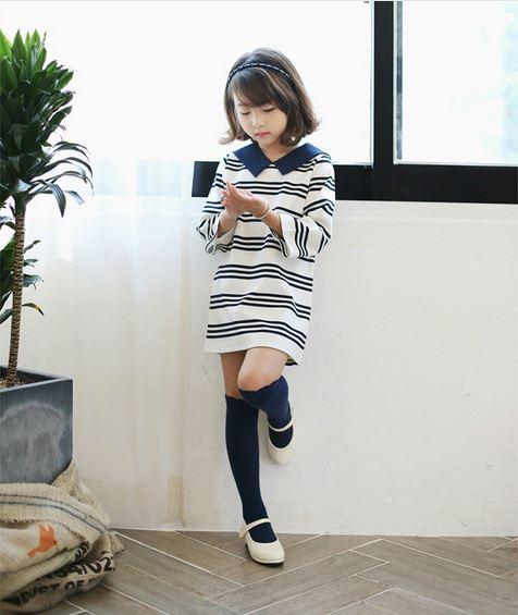 ถุงเท้าเด็กแบบยาวสีน้ำเงิน ไซส์ 7-10 ปี
