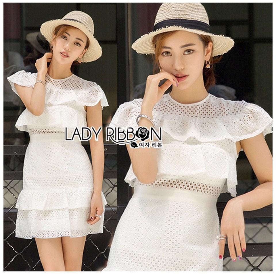 เดรสผ้าคอตตอนสีขาวปักและฉลุลายตกแต่งระบาย ตัวนี้เป็นแนวเฟมินีนหวานๆ ออกคุณหนูนิดๆ เนื้อผ้าทั้งตัวเป็นคอตตอนฉลุลายและปักเหมือนลายผ้าลูกไม้ ป้าย Lady Ribbon