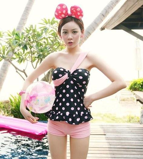 Pre Order - ชุดว่ายน้ำสไตล์เกาหลี ทูพีส ดีไซด์ลายจุด กางเกงสีชมพู