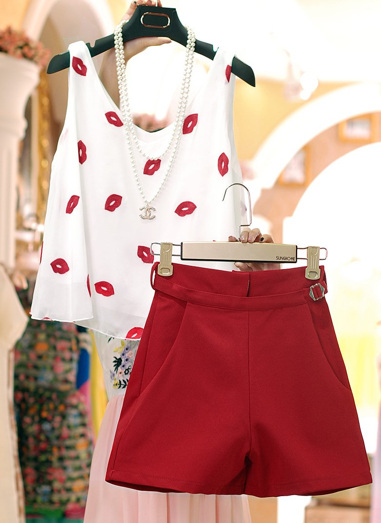 PreOrderไซส์ใหญ่ - เซตคู่แฟชั่น ไซส์ใหญ่ คนอ้วน เสื้อแขนกุดปักริมฝีปากสีแดง กางเกงขาสั้นเข้าชุด