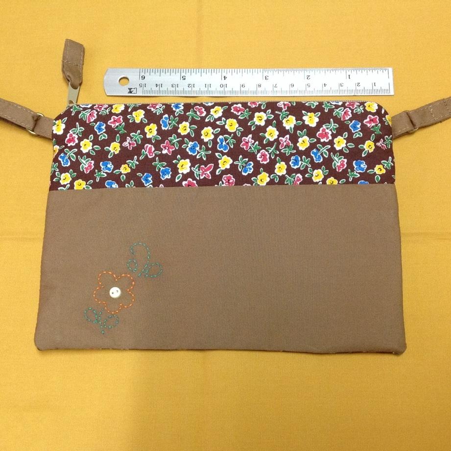 กระเป๋าสะพาย ติดซิป สี่เหลี่ยมแนวนอน สีน้ำตาลกับลายดอกไม้