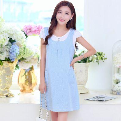 ชุดคลุมท้องทรงเอี้ยม เสื้อยืดสีขาวเย็บติดกับเอี้ยมสีฟ้าลายจุดขาว ปลายแขนระบายมียางยืด มีสายผูกหลัง งานดี น่ารักมากๆค่ะ