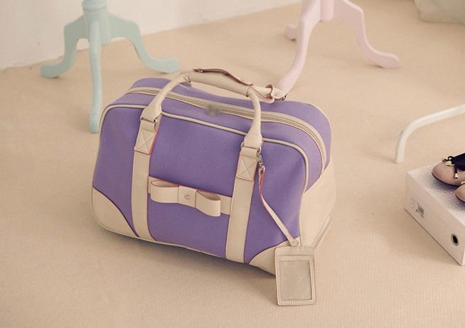 กระเป๋าเดินทาง PG แต่งโบว์ด้านหน้า ขนาดใหญ่ จุของได้เยอะ แบบถือ และลากได้ สีม่วงอ่อน