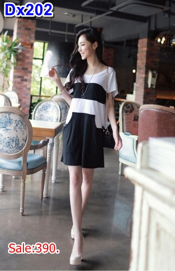 #เสื้อคลุมท้องแฟชั่น ผ้ายืด ลายขวางขาวสลับดำ มีกระเป๋าล้วง2ข้าง รูปทรงทันสมัย น่ารักหน้าใส่มากค้ะ