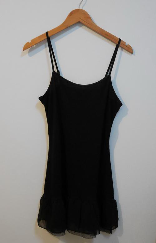 jp3892 ชุดซับใน/ชุดนอนผ้ายืดสีดำ ทอลายลูกฟูก ระบายชายผ้าชีฟอง สายบ่าปรับได้ รอบอก 33-36 นิ้ว