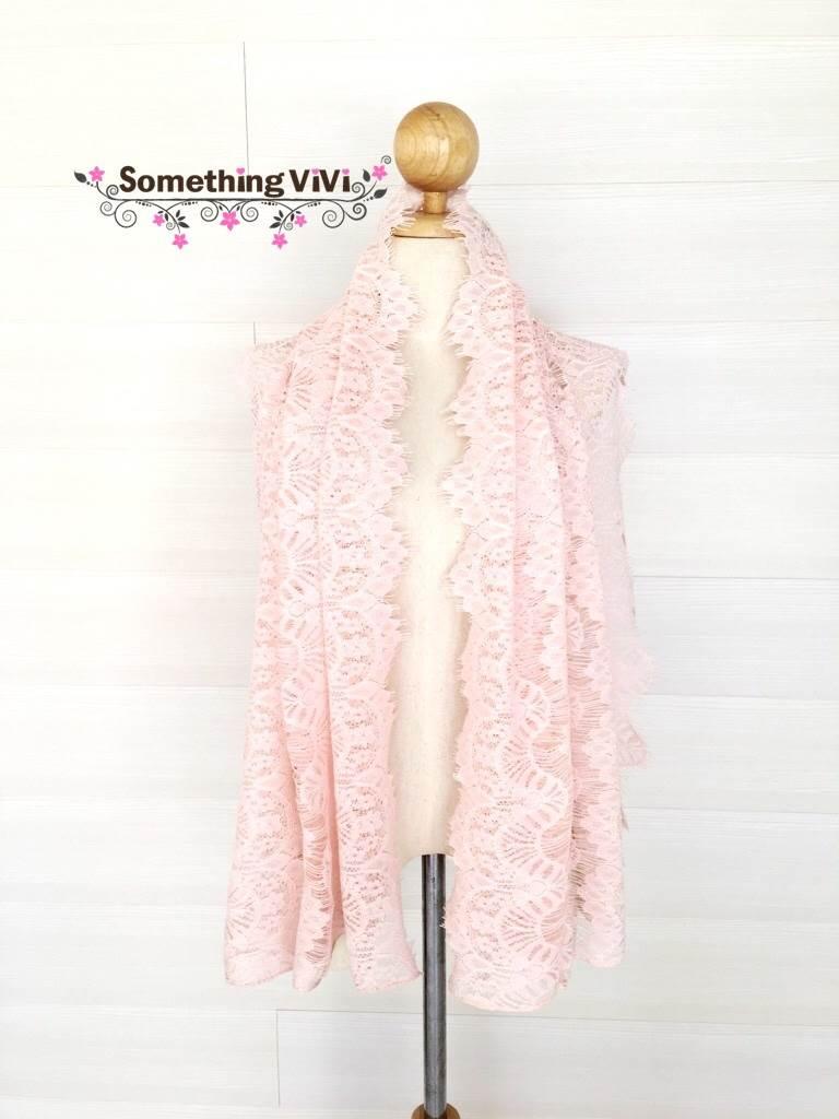ผ้าพันคอ/ผ้าคลุมไหล่/ผ้าคลุมให้นม รุ่น Delicated French Lace in Rose Claire (Size L) ผ้าคลุมไหล่ ผ้าพันคอ ลายน่ารัก สีชมพูพาสเทลสวยงาม ตอนรับลมหนาวอ่อนๆ อาจจะไม่อุ่นมากแต่ก็ช่วยให้อุ่นในระดับหนึ่ง เพื่อความสวยงามมากกว่า ใช้ในงานมงคลต่างๆ ได้ เป็นของชำร่วย